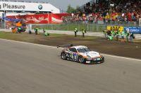 2007-06-10_zieleinlauf_auf_p4_24h-rennen_nuerburgring-2007_team_alzen